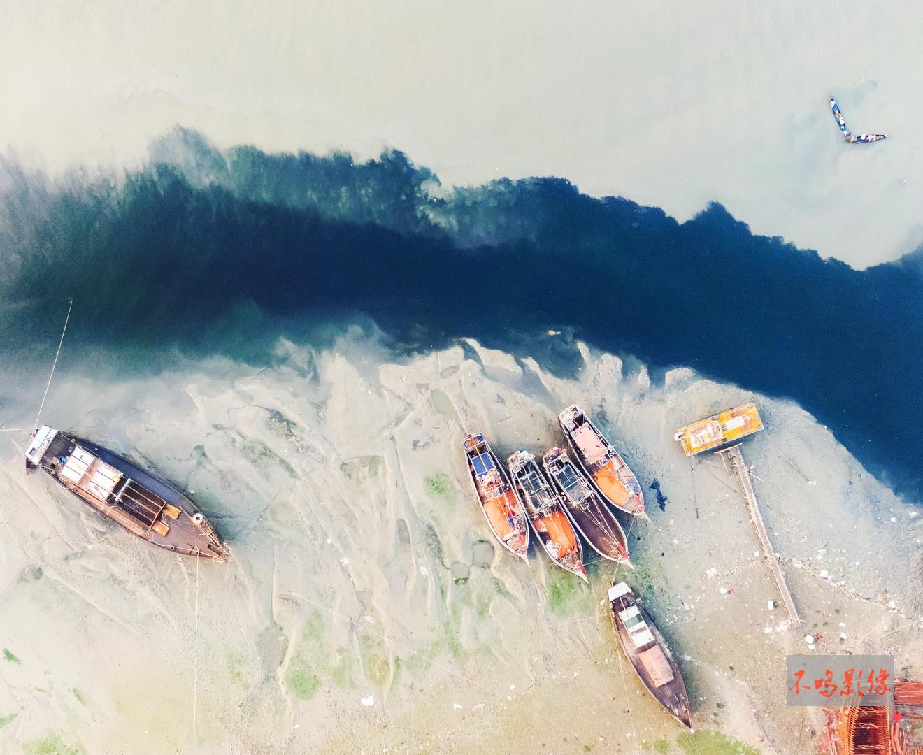 hk_c_49,渔船和滩涂.jpeg