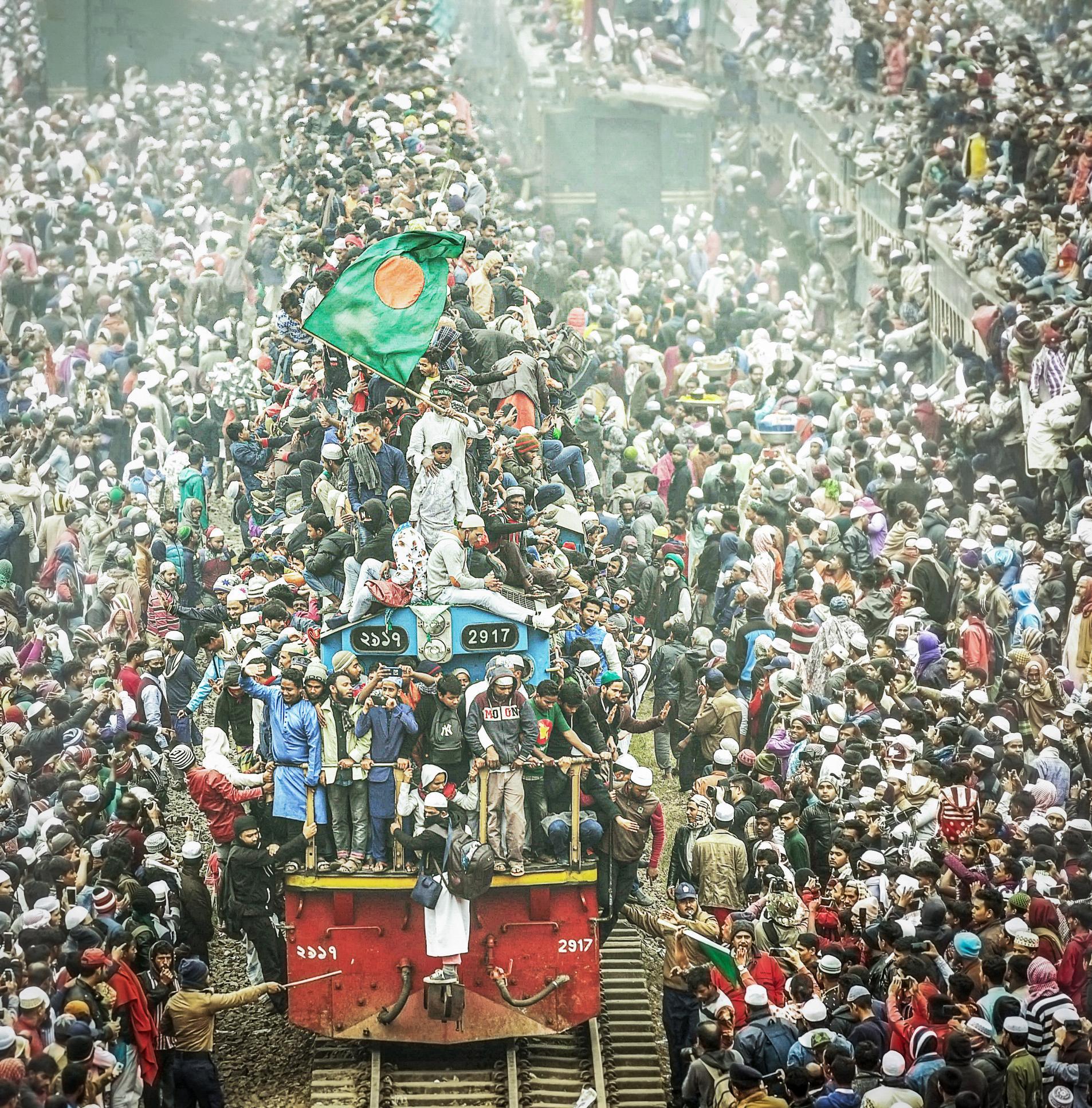 hk_c_年度人文- 江新華  孟加拉國火車節,數十萬民眾免費乘坐火車,盛況空前,舉世罕見。2020年1月攝影孟加拉國首都達卡。.jpg