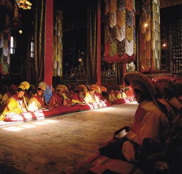 hk_c_格魯派寺廟的早課.png