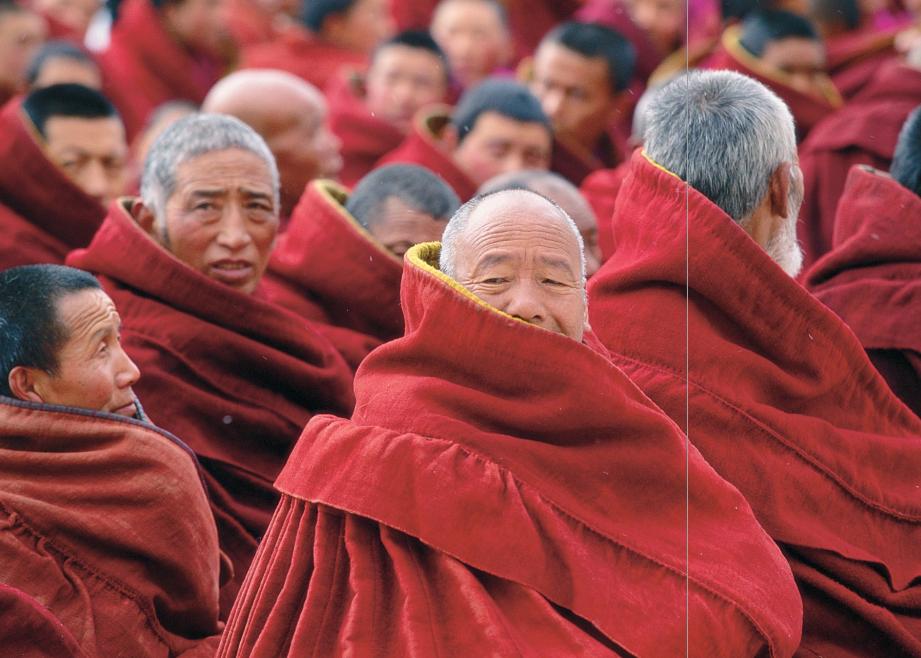 hk_c_參加佛事的喇嘛.png