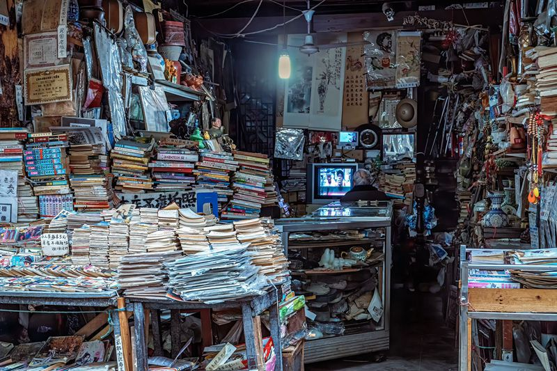 hk_c_蔣曉春-同里古鎮,有一位七旬老人守着一家舊書店.jpg